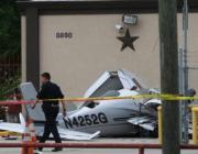 实拍小飞机坠毁砸中汽车 (2488播放)